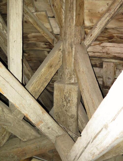 Detail konstrukce krovu Radniční věže ve Znojmě.