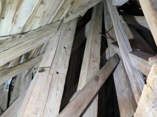 Detail konstrukce krovu Radniční věže ve Znojmě - žebříky ve špičce věže.